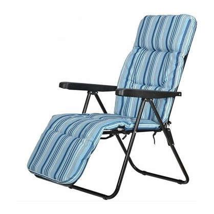 Кресло с подножкой складное 5 позиций цвет бело-синий цена